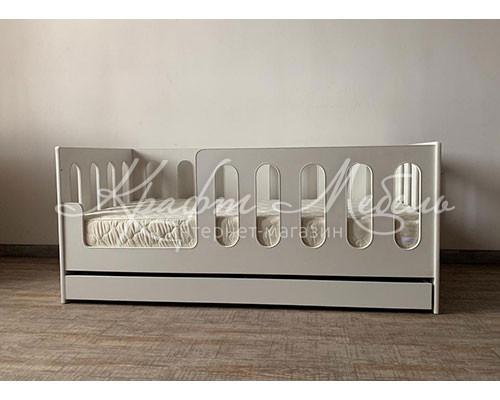 Детская кровать Алиша с бортиками и ящиком (манеж)